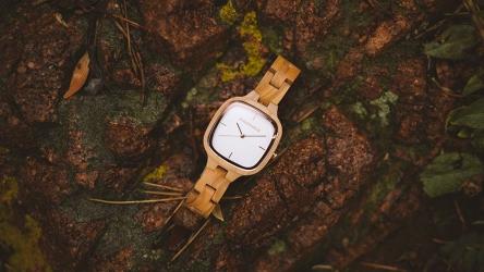 Holzuhren Ratgeber – Natur pur am Handgelenk